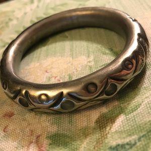 Jewelry - Vintage Silver Tone Pressed Metal Bangle Bracelet!